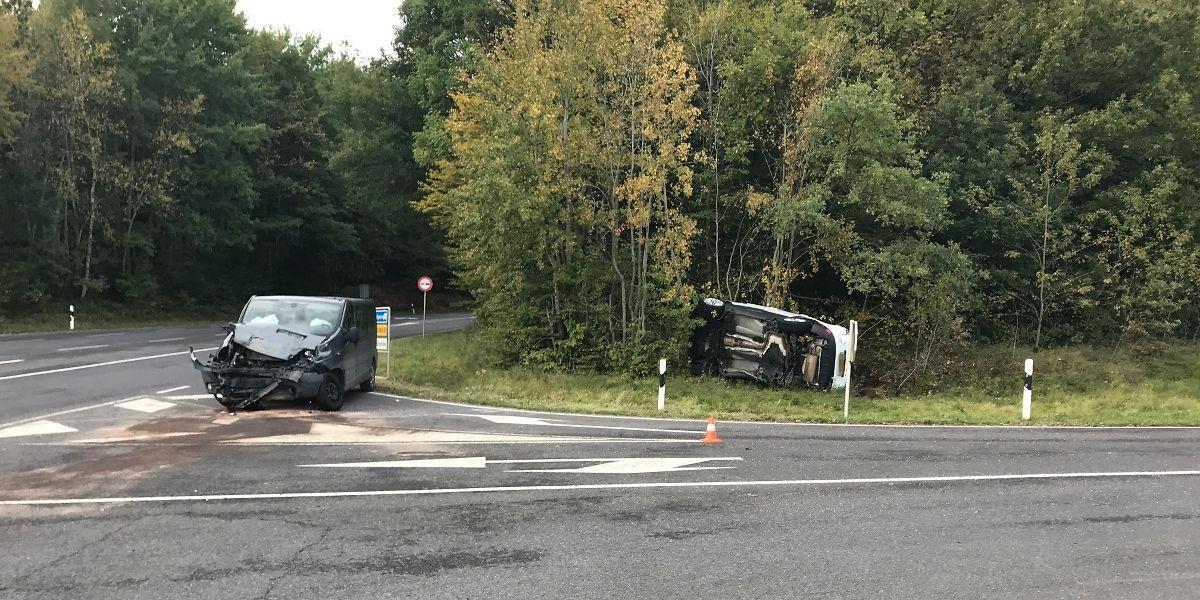 Bei dem Verkehrsunfall wurden zwei Personen schwer verletzt.