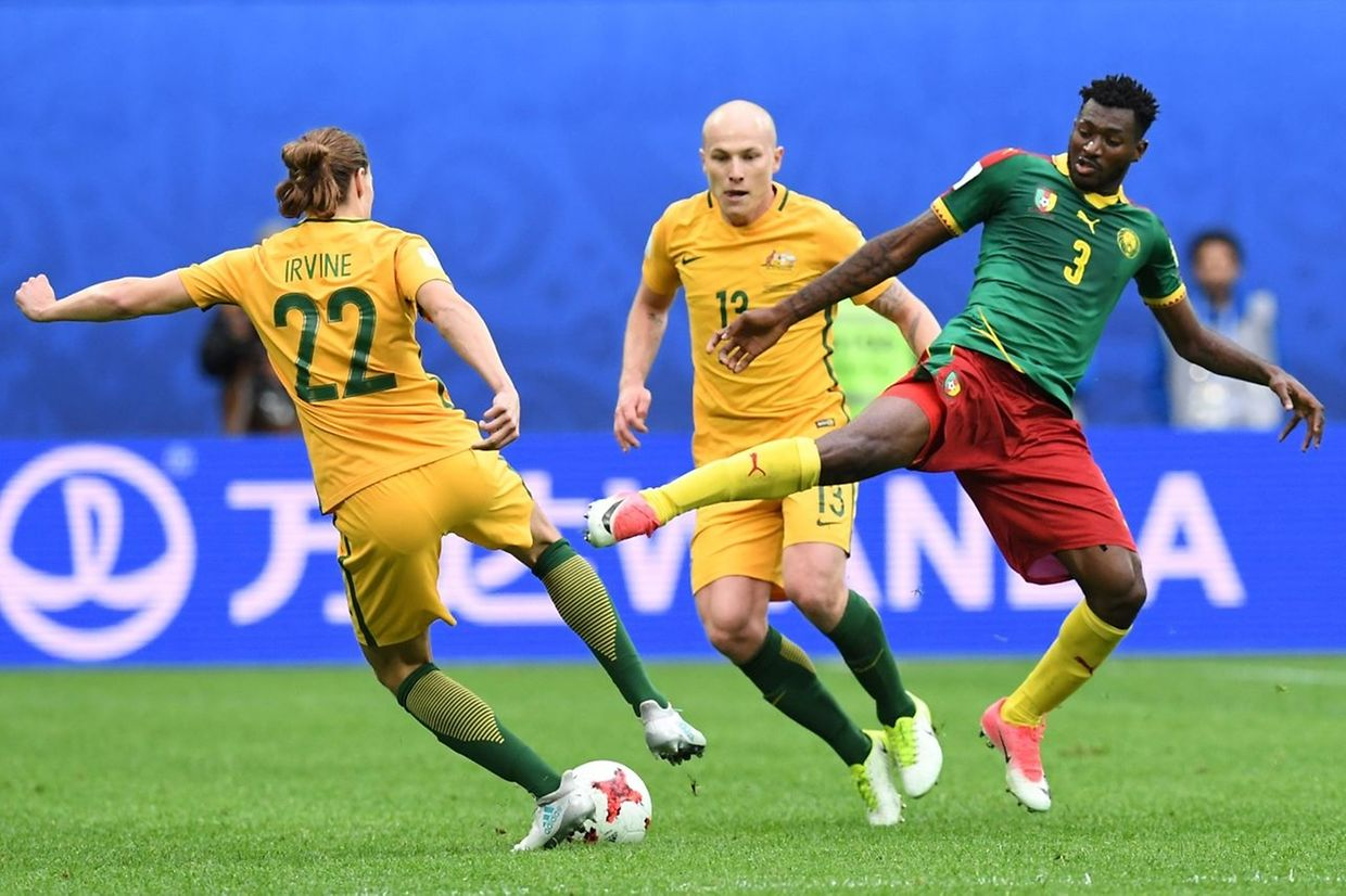 Australia's midfielder Jackson Irvine (L) vies for the ball against Cameroon's midfielder Andre Zambo during the 2017 Confederations Cup group B football match between Cameroon and Australia at the Saint Petersburg Stadium on June 22, 2017. / AFP PHOTO / Kirill KUDRYAVTSEV