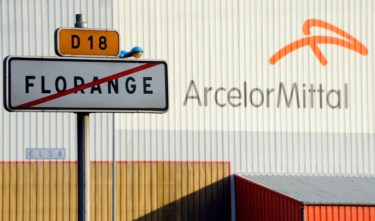 Straßenschild am Werk von ArcelorMittal in Lothringen, nahe der Luxemburger Grenze.