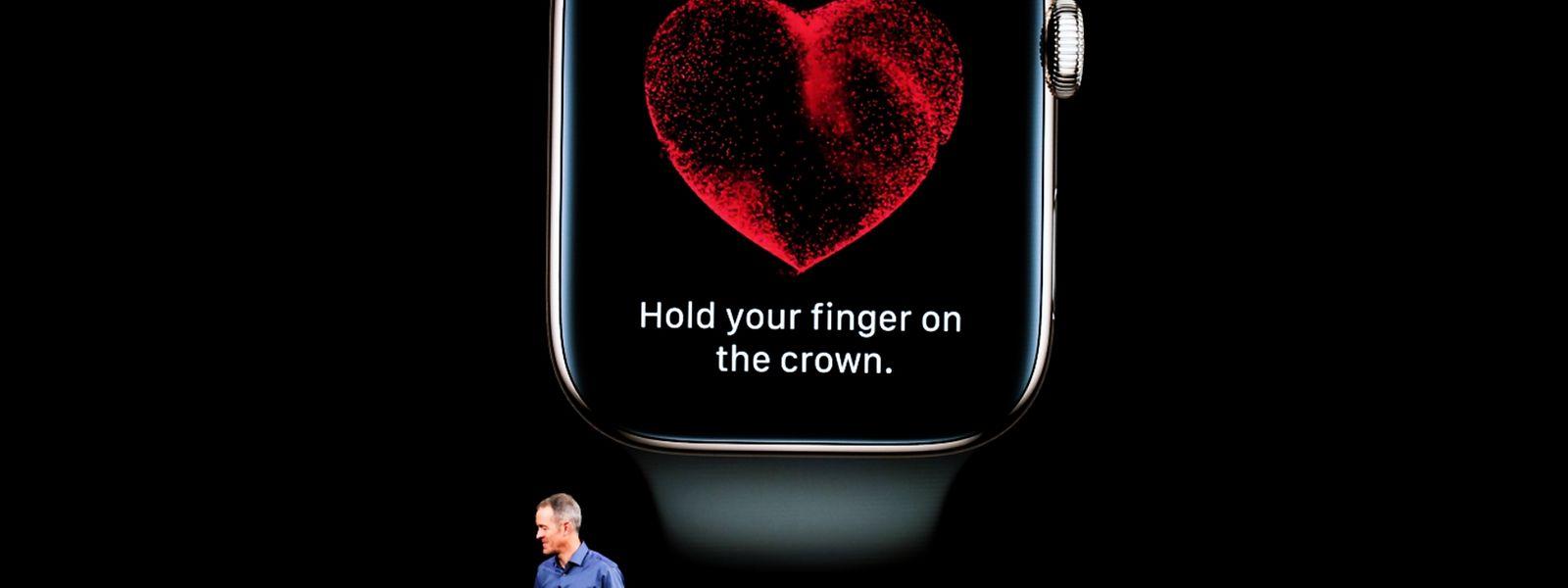 Wer seinen Finger auf die Krone an der Seite hält, kann sich ein EKG schreiben lassen.