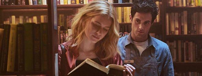 Der eigenbrötlerische Buchhändler Joe Goldberg (Penn Badgley) verliebt sich in die Autorin Guinevere Beck (Elizabeth Lail).