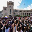 TOPSHOT - People celebrate Armenian prime minister Serzh Sarkisian's resignation in downtown Yerevan on April 23, 2018. Armenia's veteran leader Serzh Sarkisian resigned on April 23, 2018 after mass protests against his election as prime minister, sparking jubilant celebrations across the impoverished country. / AFP PHOTO / Vano SHLAMOV