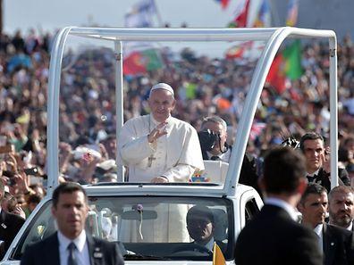 Le pape François arrive à Fatima