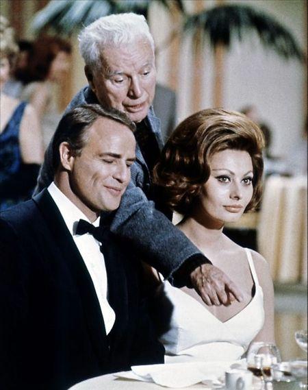 Sophia Loren, Charlie Chaplin e Marlon Brando, em 1966.