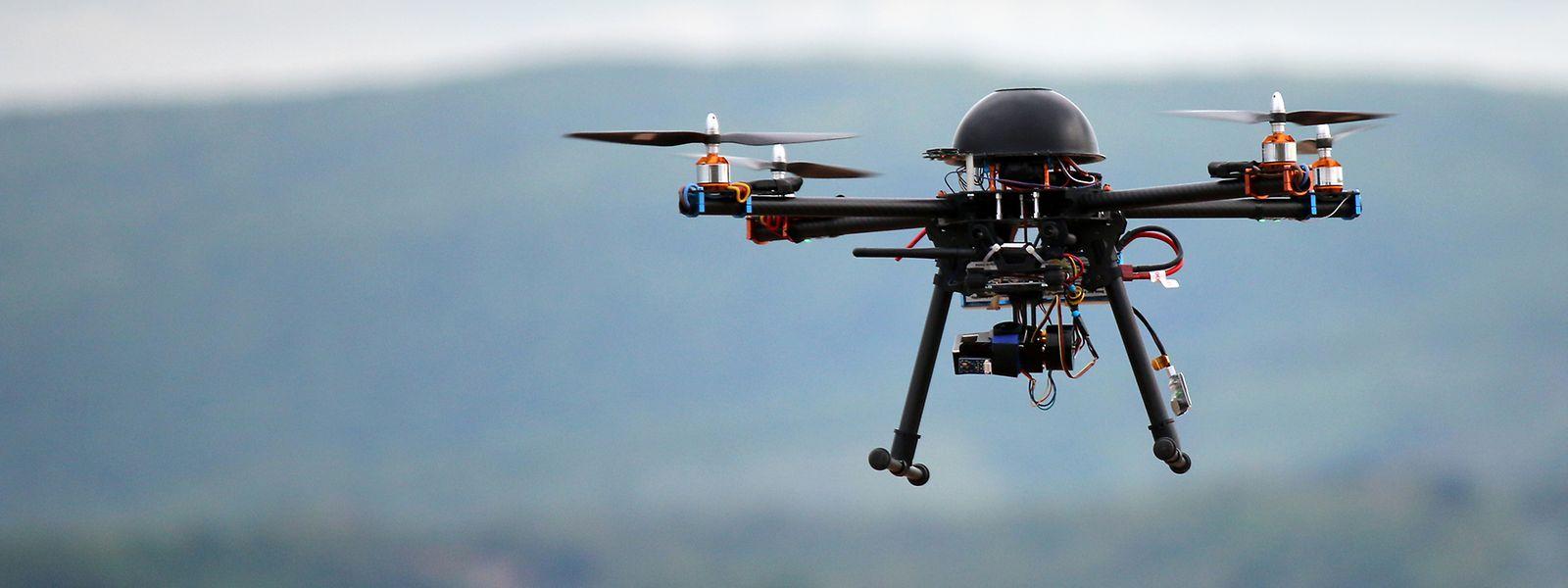 Die ferngesteuerten Fluggeräte müssen aus Sicherheitsgründen am Boden bleiben.