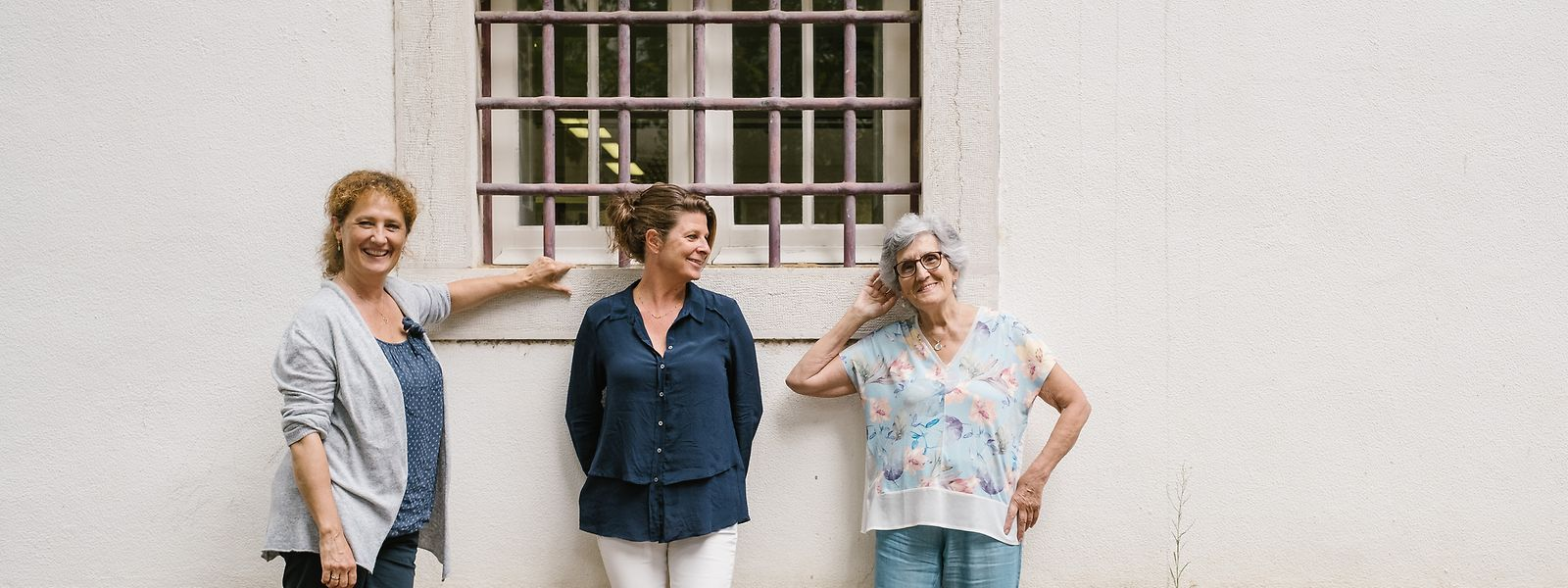 """Judit Kalmár, e Céline Coste Carlisle, autoras do filme """"Silêncio – Vozes de Lisboa"""" com a fadista de Alfama, Ivone Dias."""