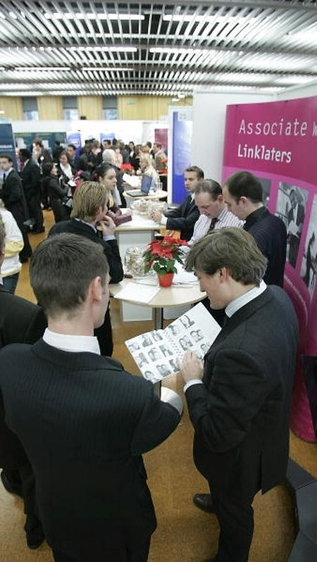 Insgesamt 99 Aussteller erwarten auf der Unicareers-Messe rund 3500 potenzielle Jobkandidaten.