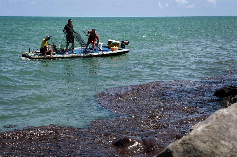 Zahlreiche Fischer sind von der Ölpest betroffen, hier am Strand Janga in Paulista.