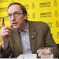Mehr Bewusstsein, mehr Öffentlichkeit, mehr Druck: Stan Brabant von Amnesty International ruft dazu auf, die Menschenrechte entschlossen zu verteidigen.