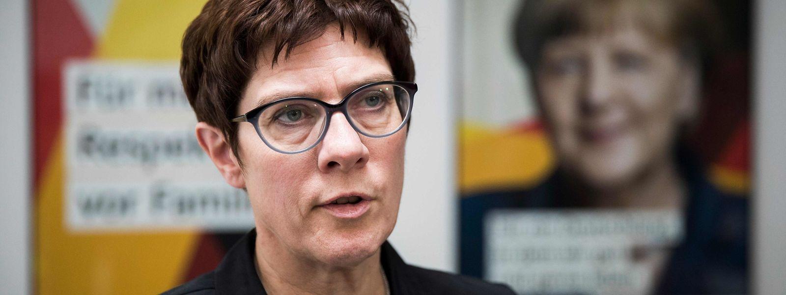 CDU-Generalsekretärin Annegret Kramp-Karrenbauer informierte ihre Mitglieder in einer Rundmail, was bei den Verhandlungen um die berufliche Zukunft von Ex-Verfassungsschutzpräsident Maaßen auf dem Spiel stand.