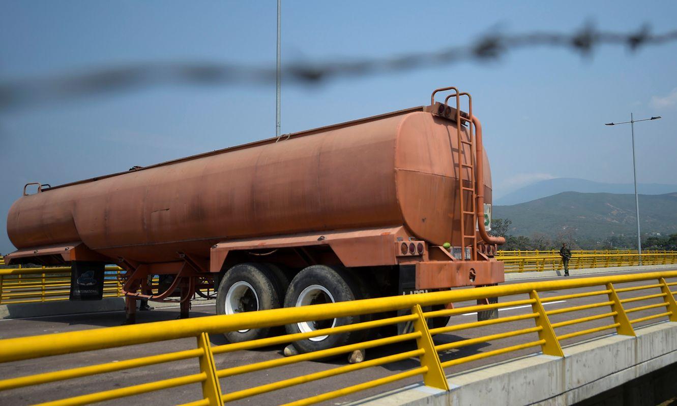 Die Tienditas-Brücke wurde mit Lastwagen blockiert und durch die Armee bewacht.