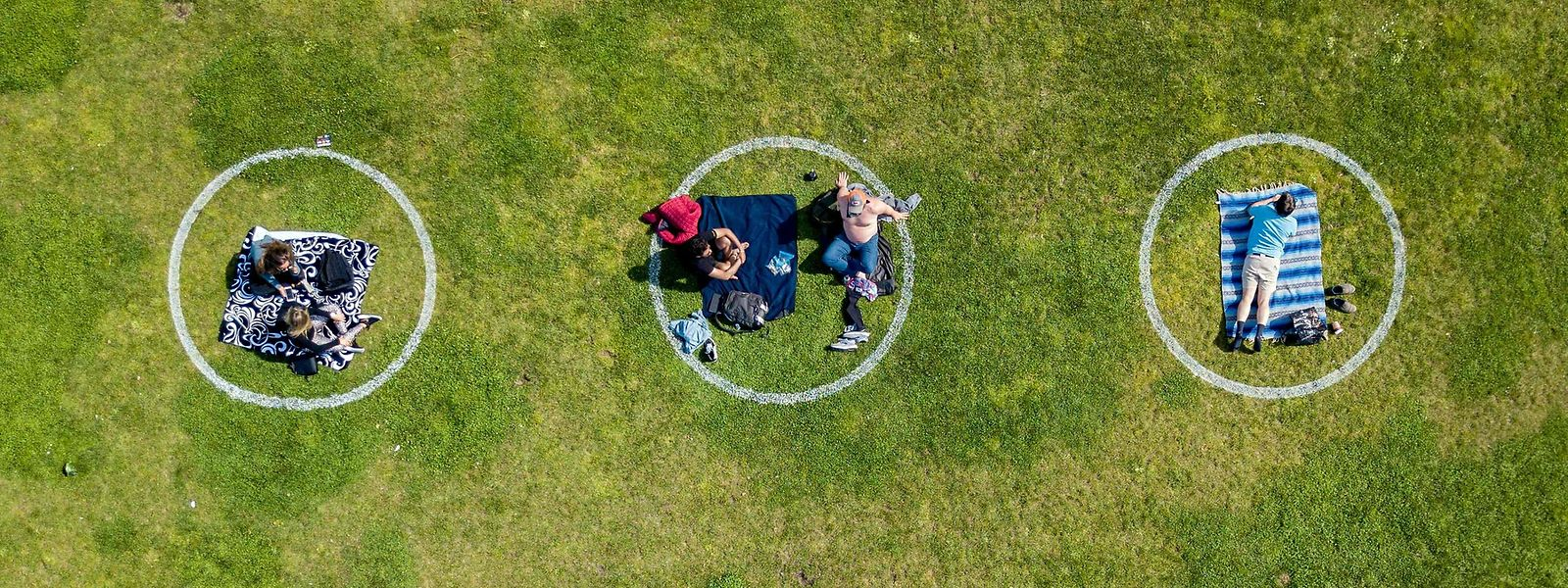Corona-Krise macht es möglich! Im Dolores Park in San Francisco dürfen Parkbesucher nur in den eingezeichneten Flächen verweilen.