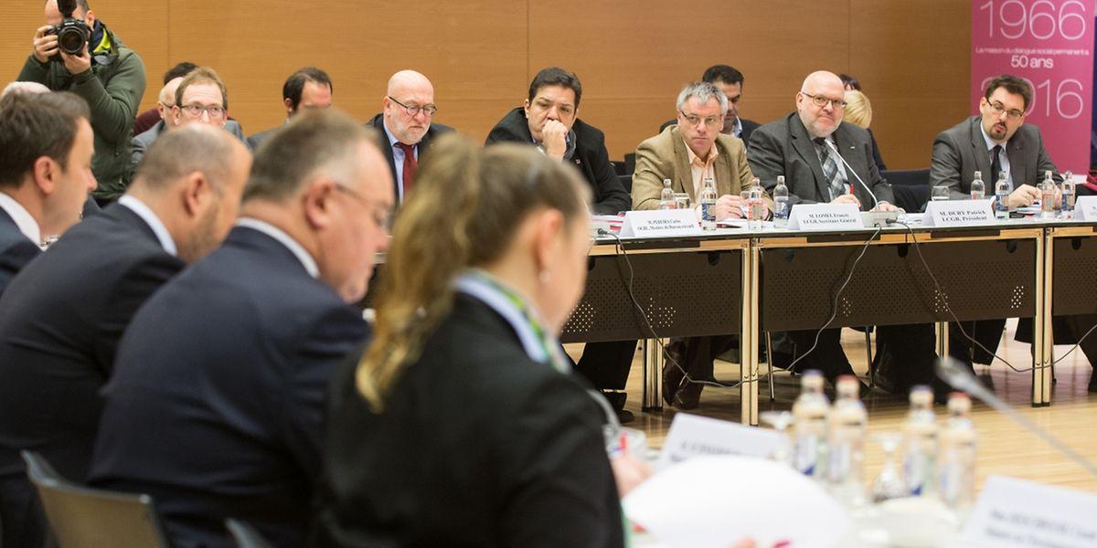 Seit 2014 werden die Arbeitgeber- und Arbeitnehmervertreter im Rahmen des Europäischen Semesters in die Diskussion über die Ausrichtung der Wirtschafts- und Finanzpolitik eingebunden.