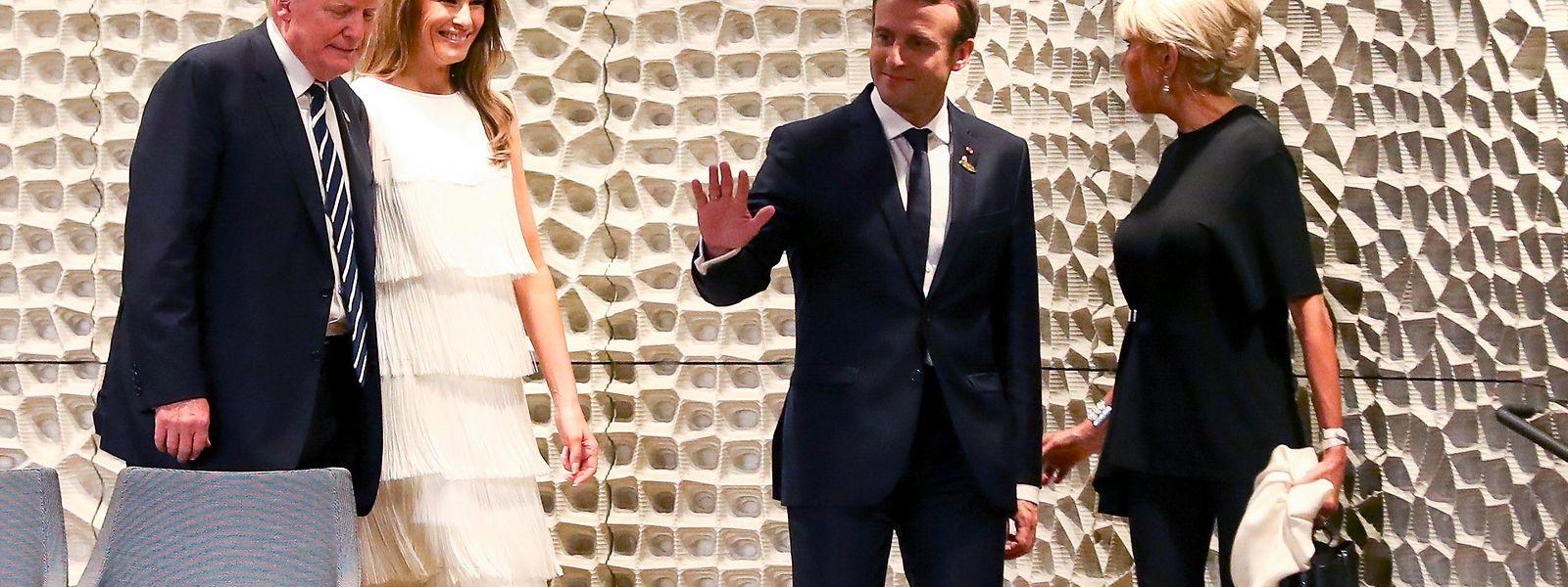 Ankunft im Konzert: Die Ehepaare Trump und Macron auf dem Weg zu ihren Plätzen.