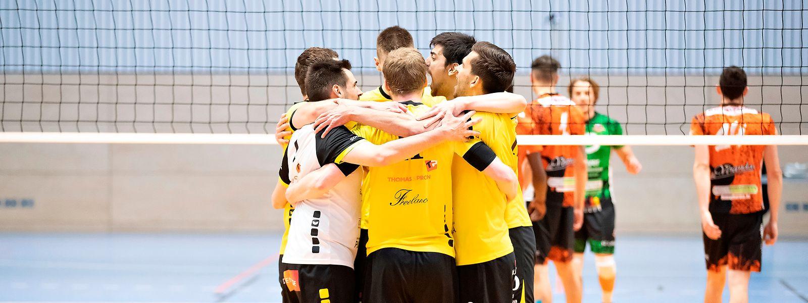 Strassens Volleyballer treten als Einheit auf.