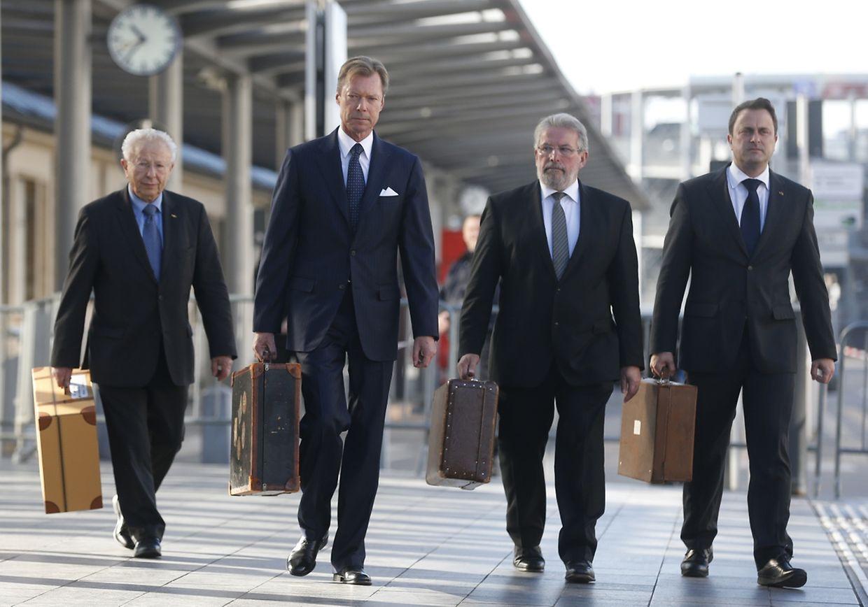 Dass Claude Marx, Großherzog Henri, Mars Di Bartolomeo und Xavier Bettel  mit Koffer kamen, hat eine Bedeutung. Diese Koffer stehen symbolisch für die Juden, die am 16. Oktober 1941 deportiert wurden.