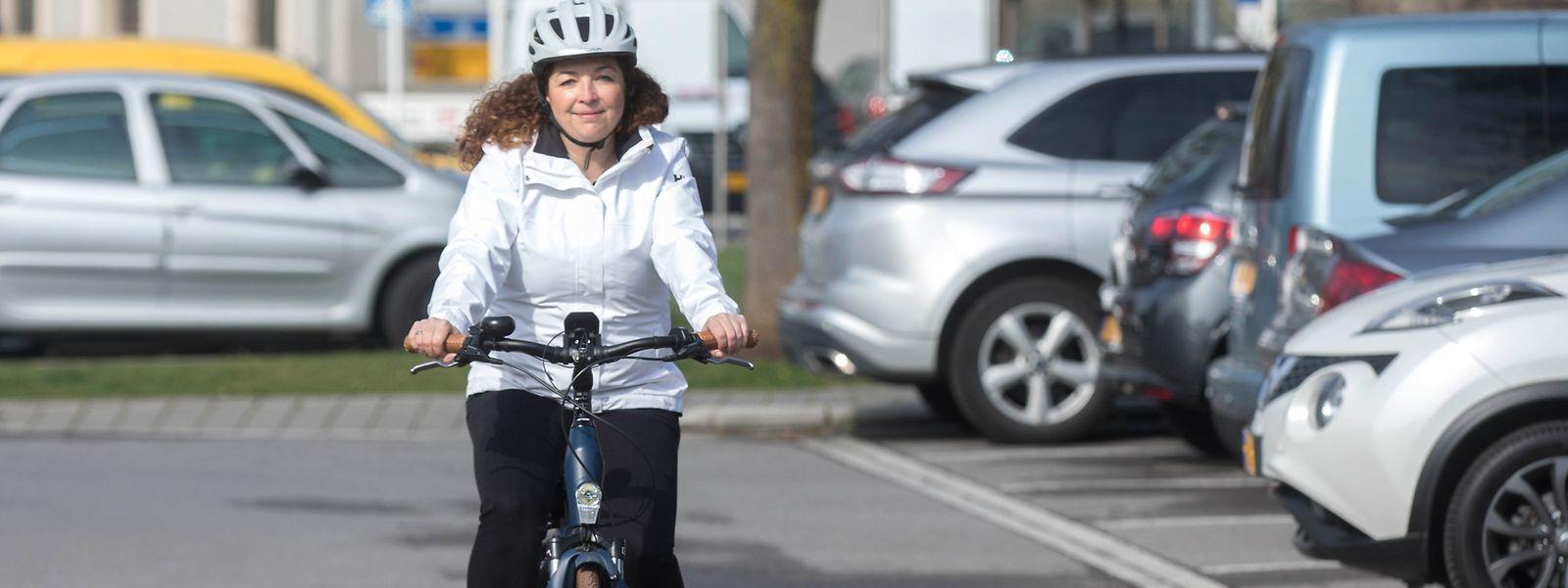 Stéphanie Sorvillo fährt meist mit dem Pedelec zur Arbeit. Sie wünscht sich bessere – sichtbare und sichere – Radverbindungen, gerade zwischen der Hauptstadt und den Randgemeinden.