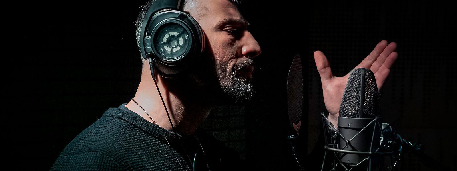 """Blick hinter die Kulissen eines Hip-Hop-Labels: Labelboss Kalifa (Murathan Muslu) fällt im """"Skylines""""-Studio das Dach auf den Kopf."""