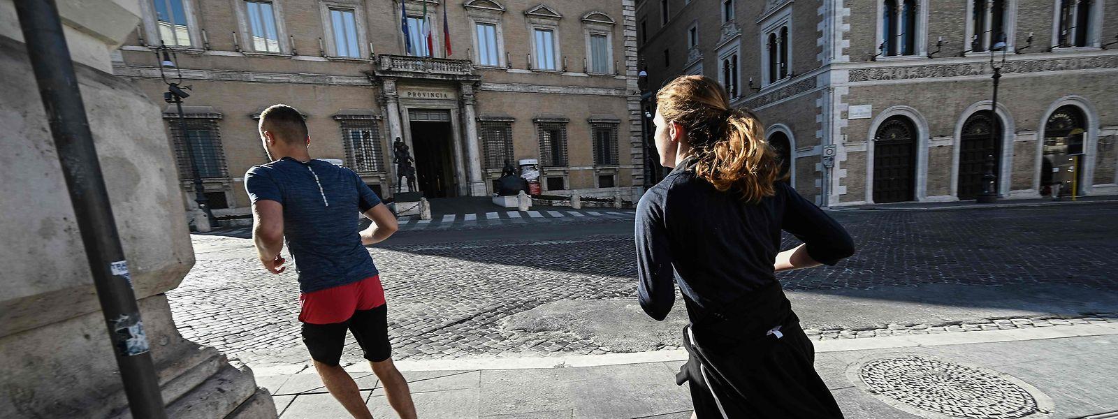 Comme dans le nord de l'Italie qui a déjà pris cette mesure, les activités sportives de plein air pourraient être interdites.