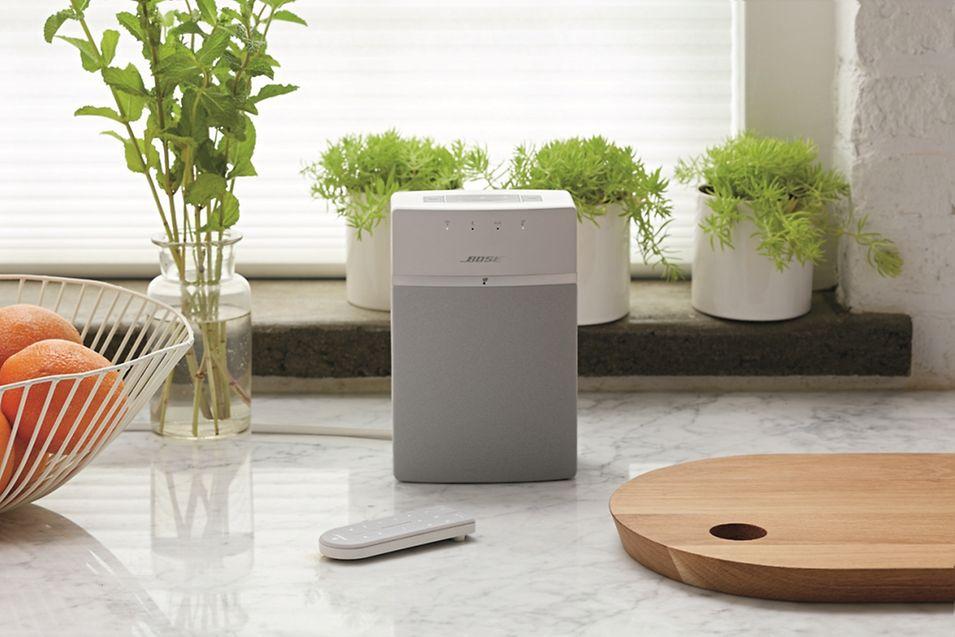 Kompakte WLAN-Box mit Fernbedienung: Die Bose Sound Touch 10 (Serie III) kostet rund 200 Euro.