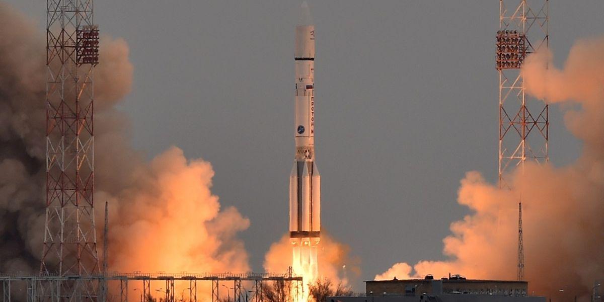 Die russische Proton-M Rakete befördert den ExoMars 2016 auf seine Laufbahn.