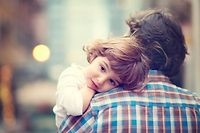 Das monatliche Kindergeld beläuft sich auf 265 Euro pro Kind. Hinzu kommt noch eine Zulage, je nach Alter des Kindes.