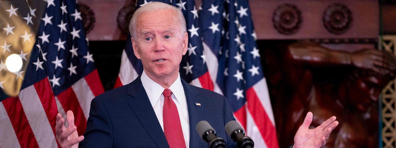 Der demokratische Präsidentschaftskandidat Joe Biden spricht in der Philadelphia City Hall über die andauernden Proteste.