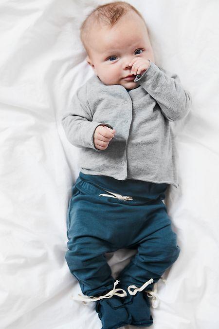 Navyblue wird in der Kleinkindermode zur Trendfarbe - unabhängig vom Geschlecht des Kindes. Gray Label hat die Farbe zum Beispiel im Programm.