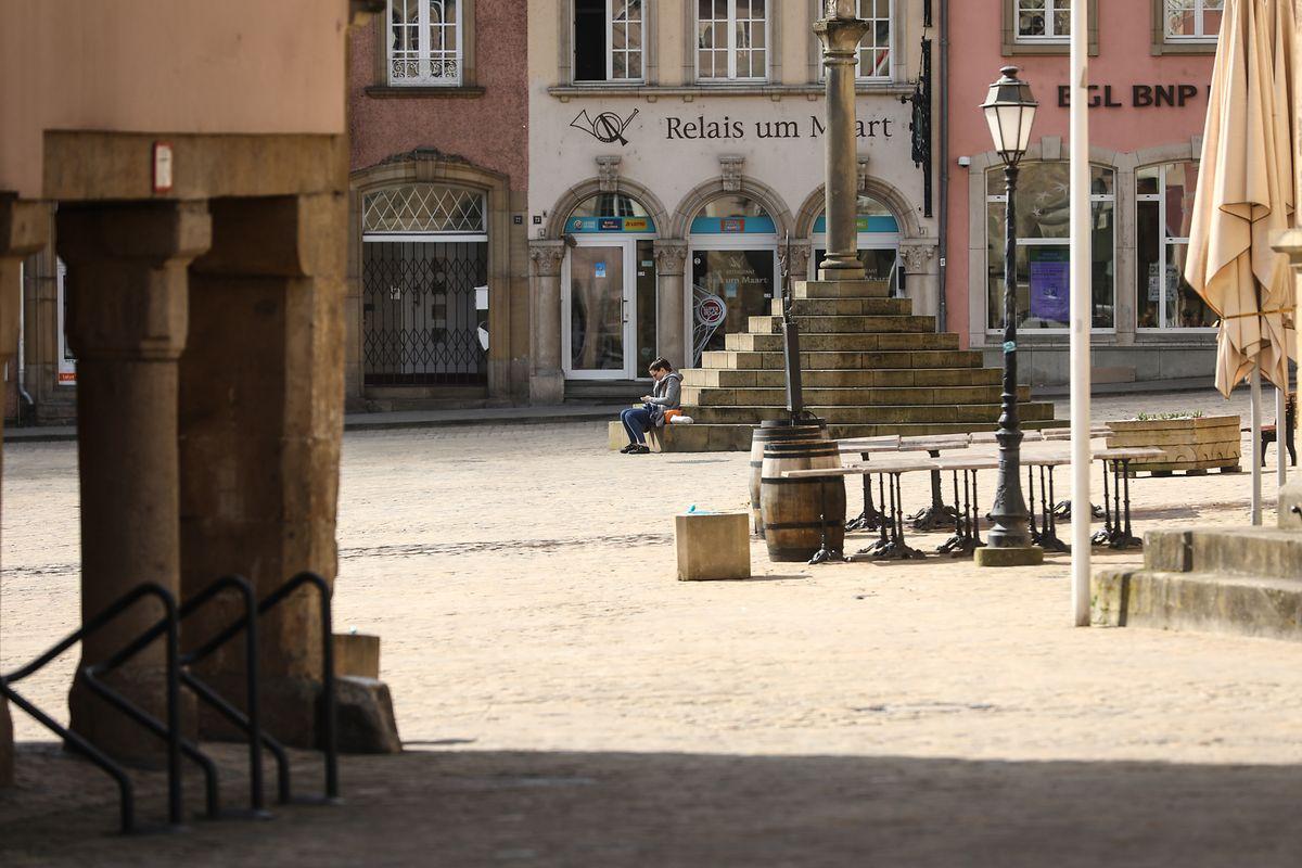 Eine fast menschenleere Straße in Echternach: In Luxemburg gelten seit dieser Woche strenge Ausgangsbeschränkungen.