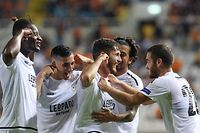 F91 Dudelange's Belgian midfielder Antoine Bernier celebrates with his teammates after scoring a goal during the UEFA Europa league Group A football match between Cyprus' APOEL FC and Luxembourg's F91 Dudelange at the GSP stadium in Nicosia on September 19, 2019. (Photo by Sakis SAVVIDES / AFP)