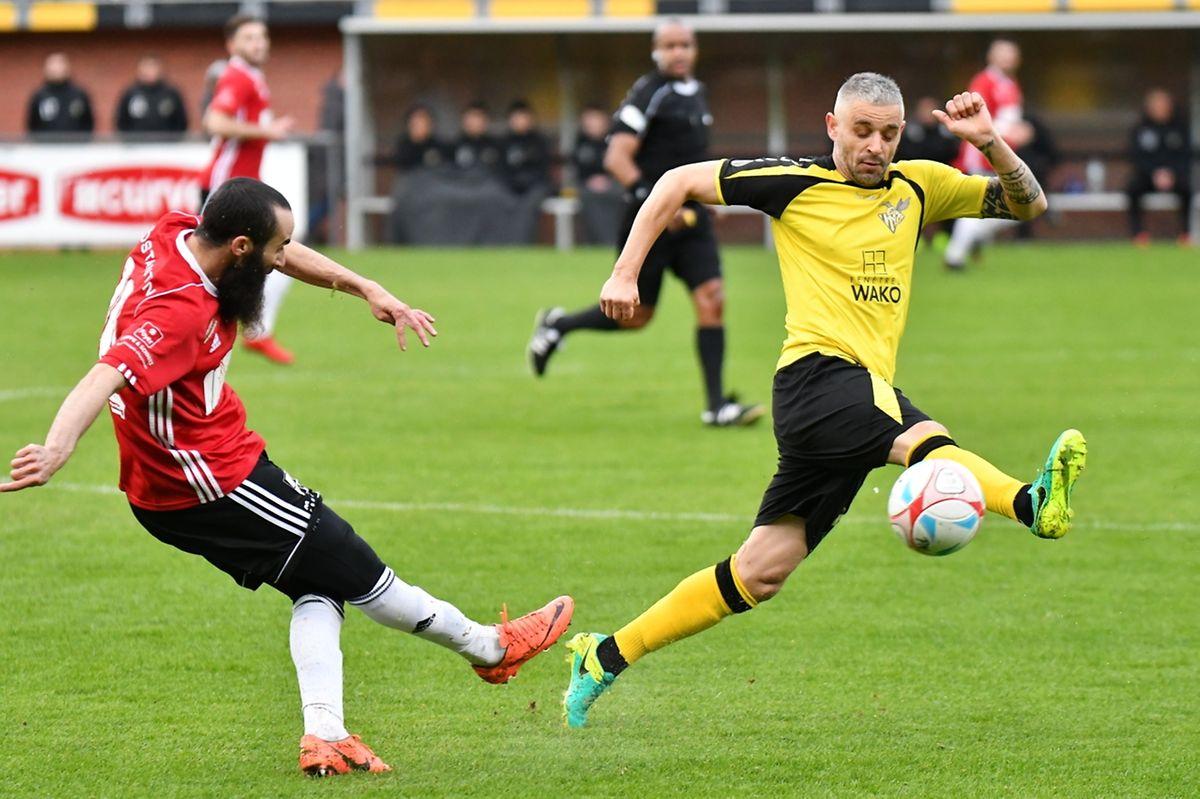 Mario Mutsch contre un centre de Rachid Boulahfari.Le Progrès a dû défendre après la pause.