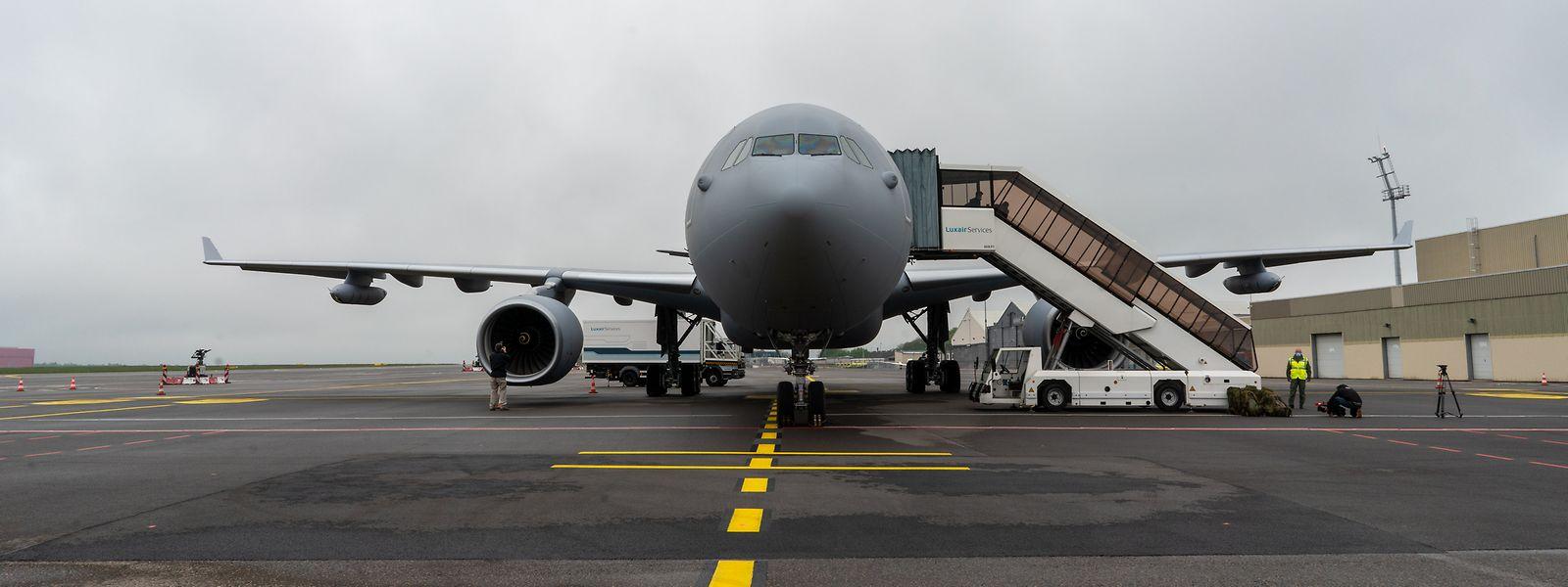 Neben der Betankungsanlage unterscheidet sich die militärische Variante des A330 noch durch seine graue Lackierung von zivilen Maschinen desselben Typs.