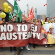 Alors que les appels à moins d'austérité sont nombreux, le directeur exécutif du Forum économique mondial invite les pays à accélérer les réformes structurelles.