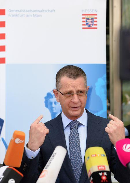 Alexander Badle, Sprecher der  Generalstaatsanwaltschaft Frankfurt, beantwortet die Fragen von Journalisten, nachdem am 22.07.2019 im hessischen Wächtersbach auf einen 26-jährigen Eritreer geschossen worden war.