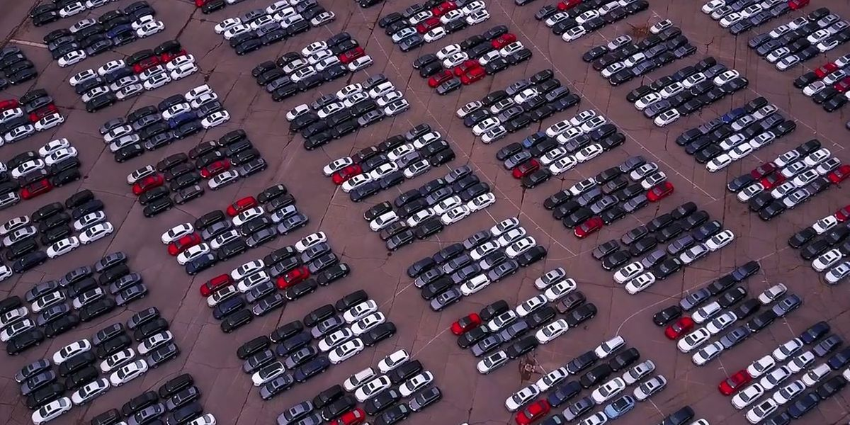 """Ein neuwertiger VW neben dem anderen - in Pontiac bei Detroit steht bares Geld """"auf Halde"""""""