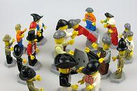 Insgesamt hat der Frankfurter Zoll über 50 000 gefälschte Lego-Figuren aus dem Verkehr gezogen.