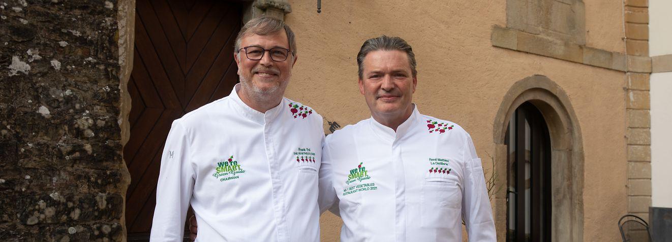 """Erneut wurde """"La Distillerie"""" mit Küchenchef René Mathieu (rechts) von """"We're smart""""green"""" unter Leitung von Frank fol (links) zum besten Gemüserestaurant der Welt gekürt."""