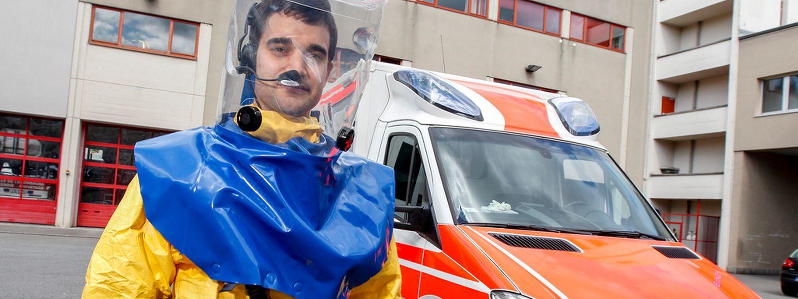"""Mit Spezialambulanzen werden Ebola-Verdachstfälle ins """"Centre Hospitalier"""" transportiert."""
