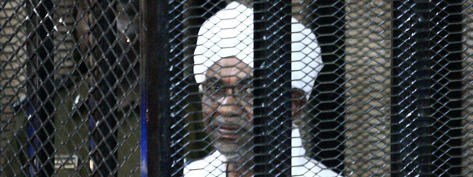 Omar al-Bashir vor Gericht.