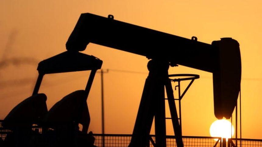 Petróleo fecha em queda com aumento de produção da Opep