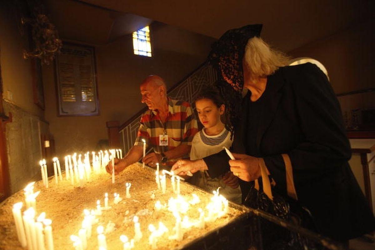 Des chrétiens dans une église de Bagdad. C'était avant la folie djihadiste et la percée de Daech. Beaucoup de chétiens ont quitté la région depuis lors.