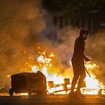 Boris Johnson preocupado com explosão de violência na Irlanda do Norte