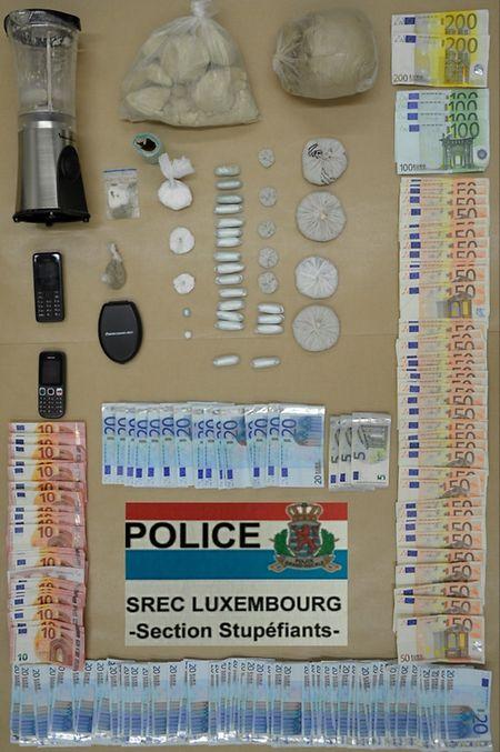 A Polícia aprendeu heroína e cocaína no valor de 44 mil euros e mais de 5.000 euros em notas
