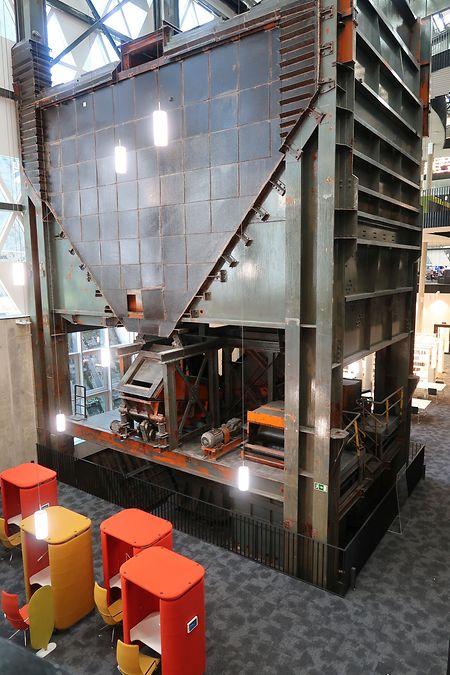 Ein alter Bestandteil des Hochofens wurde in den Bau der Bibliothek integriert.