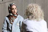 Nora Koenig spielt Mahtab, eine der Arbeiterinnen der Fabrik.