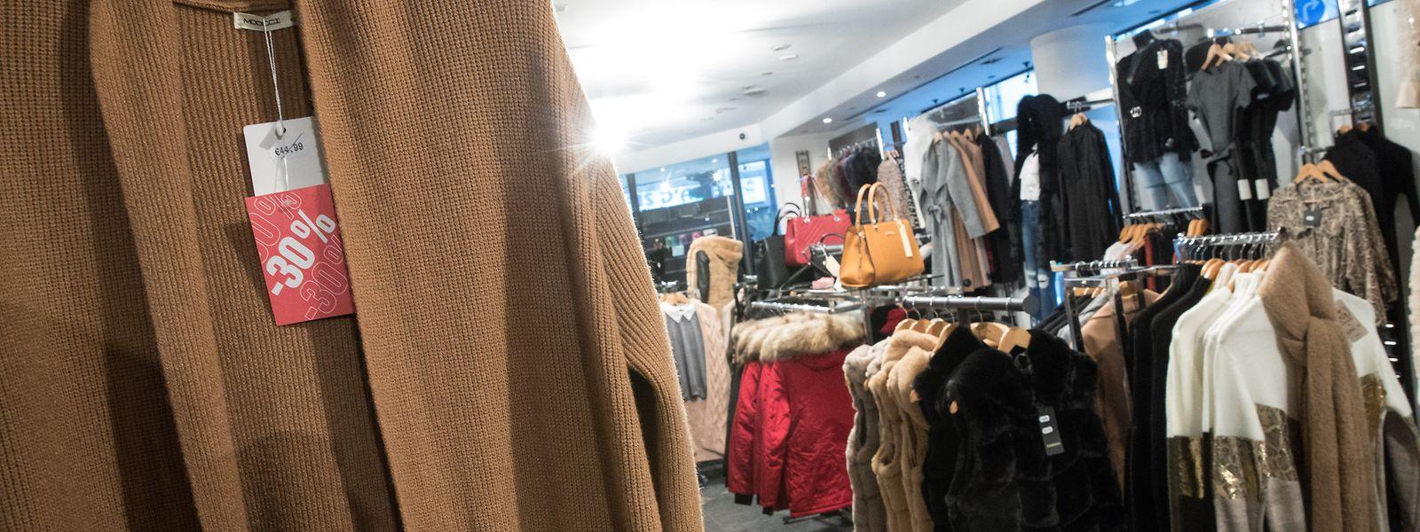 Le phénomène saisonnier des soldes fausse quelque peu la donne en matière d'indice des prix à la consommation, en particulier dans la division des «articles d'habillement et chaussures»