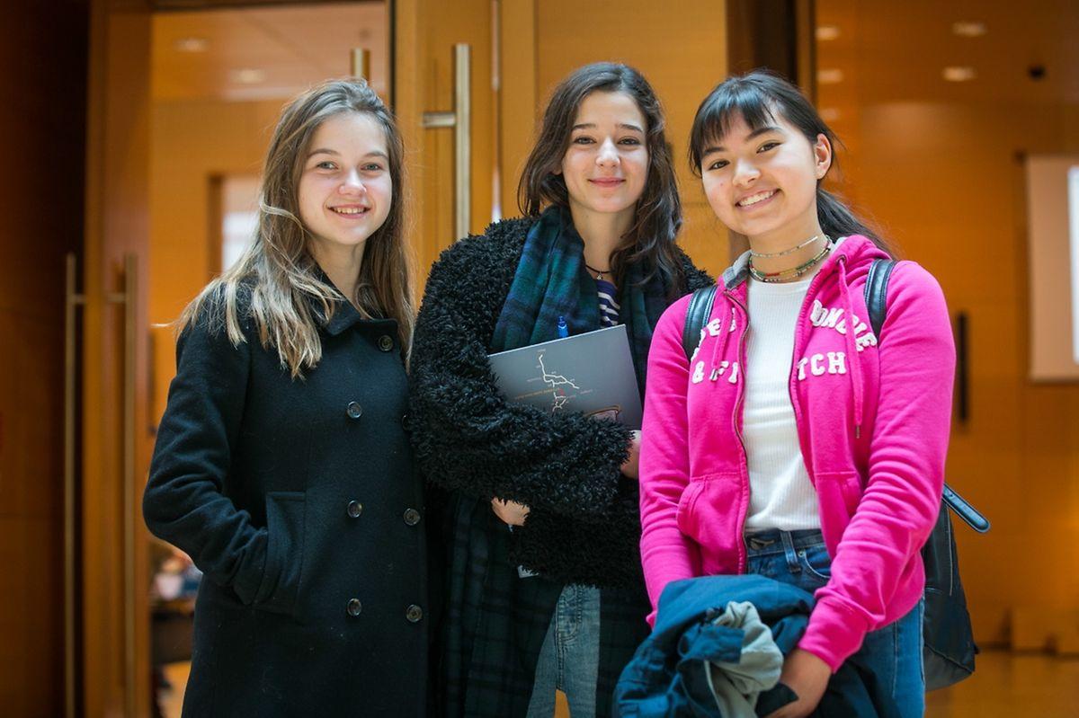 (de g. à dr.) Lisa, Louise et Alix, de l'école européenne
