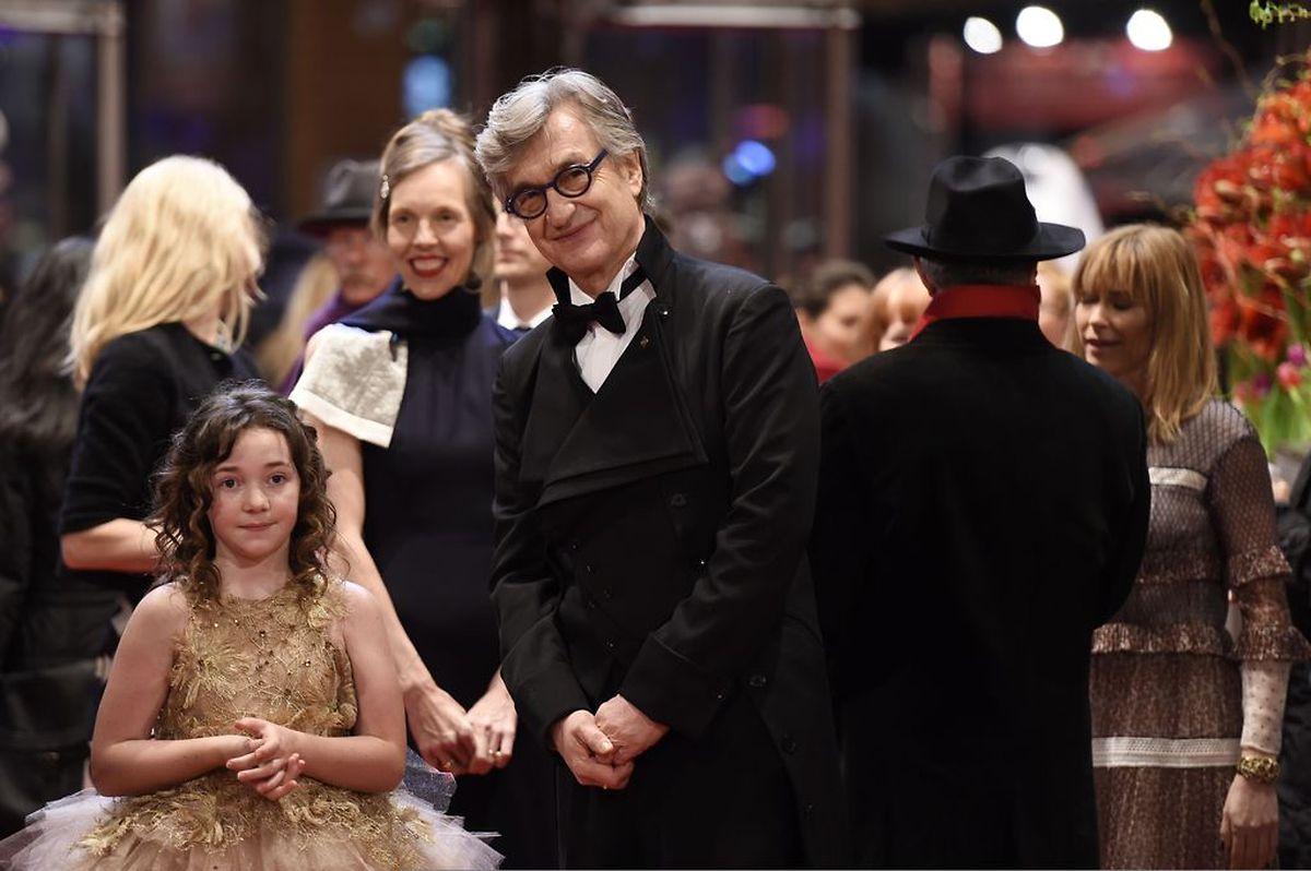 Mit der jungen Schauspielerin Lilah Fitzgerald eroberte Wim Wenders den roten Teppich im Rahmen der Premiere seines neusten Films.