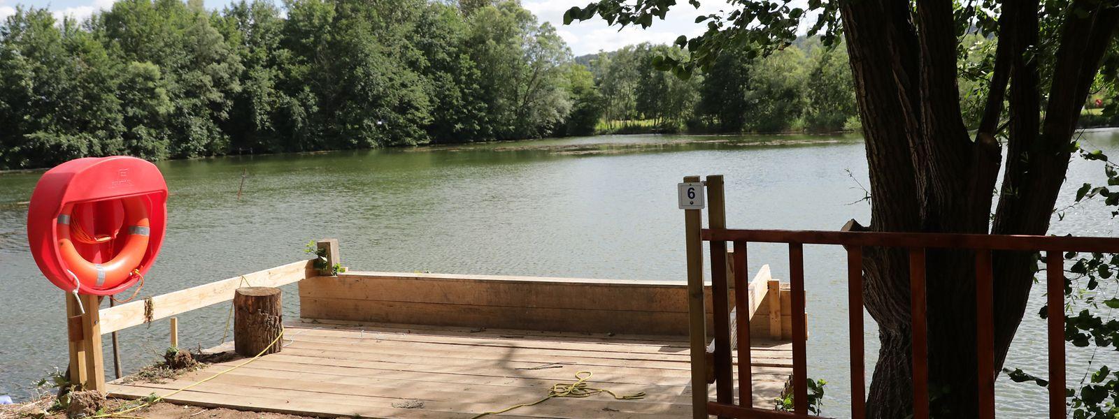 Am Ufer wurden weitere Rettungsreifen angebracht und ein befahrbarer Steg gebaut, von dem auch Rollstuhlfahrer im See fischen können.