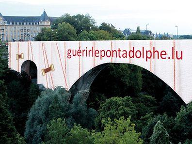 """Os """"curativos"""" da ponte medem 45 metros de altura e 153 metros de comprimento"""